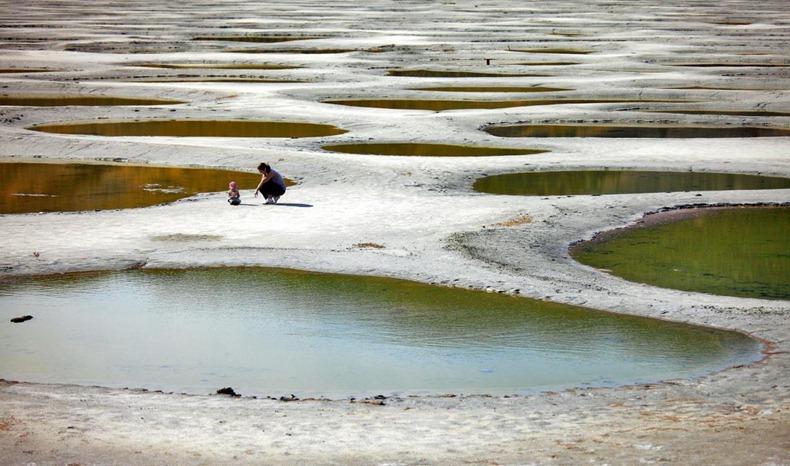 من عجائب الطبيعة : البحيرة المرقطة ....! 1487322962065.jpg