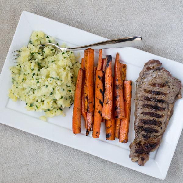طريقة عمل ستيك مشوي مع بطاطس مهروسة وجبة شهية للرجيم 2018 151584288051.jpg