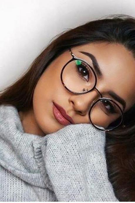 بالصور نظارات طبية بتصميمات عصرية تزيدك اناقة وجاذبية حصري 2018 15158467224610.jpg