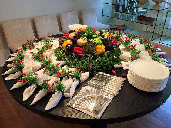 بالصور افكار جديدة وانيقة لتنسيق ادوات المائدة في العزومات والمناسبات حصري 2018 1518289531697.jpg