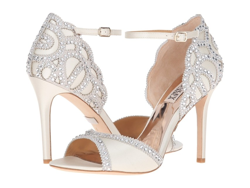 ارقى تصاميم احذية الزفاف 1526317566741.jpg
