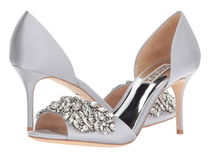 ارقى تصاميم احذية الزفاف 1526317566752.jpg