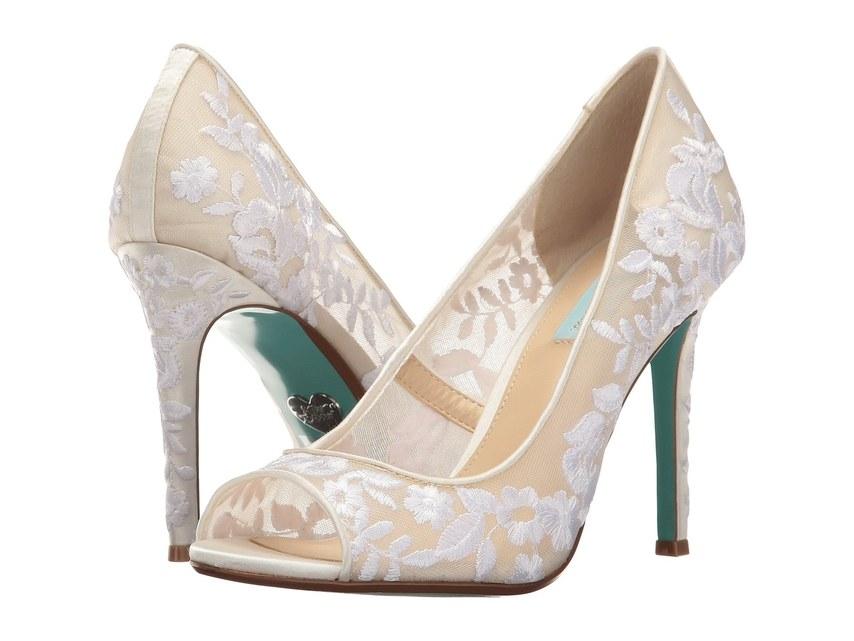 ارقى تصاميم احذية الزفاف 1526317566773.jpg
