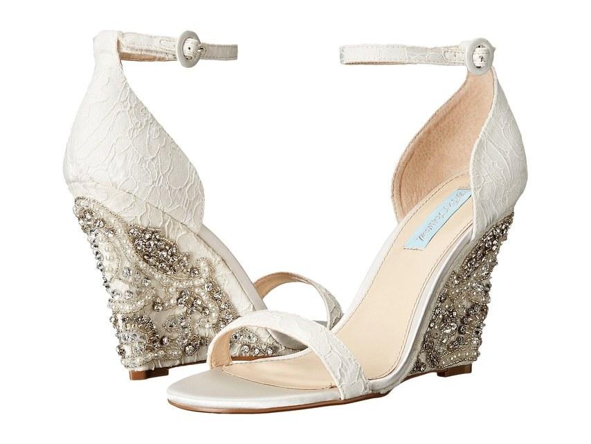 ارقى تصاميم احذية الزفاف 1526317566794.jpg