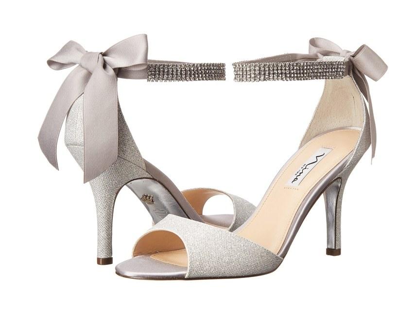 ارقى تصاميم احذية الزفاف 1526317566837.jpg