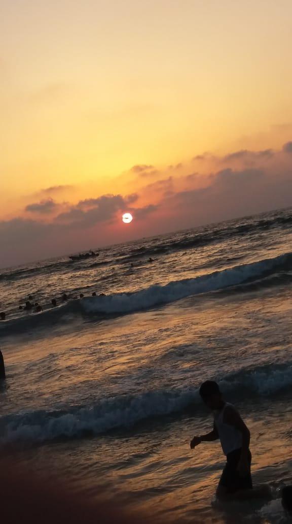 شايف البحر كبير البحر بحبك 1536040189471.jpg