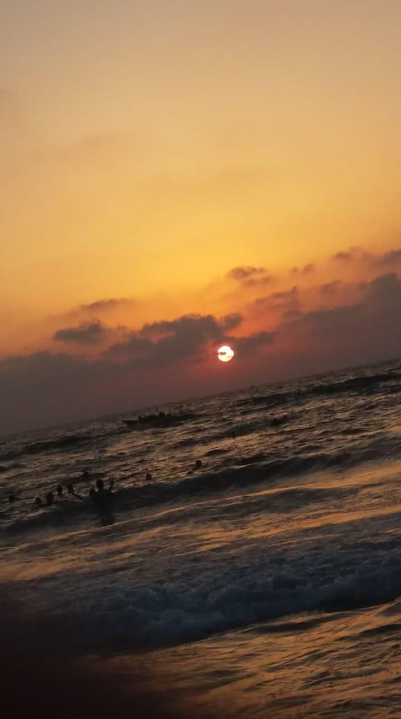 شايف البحر كبير البحر بحبك 1536040189513.jpg