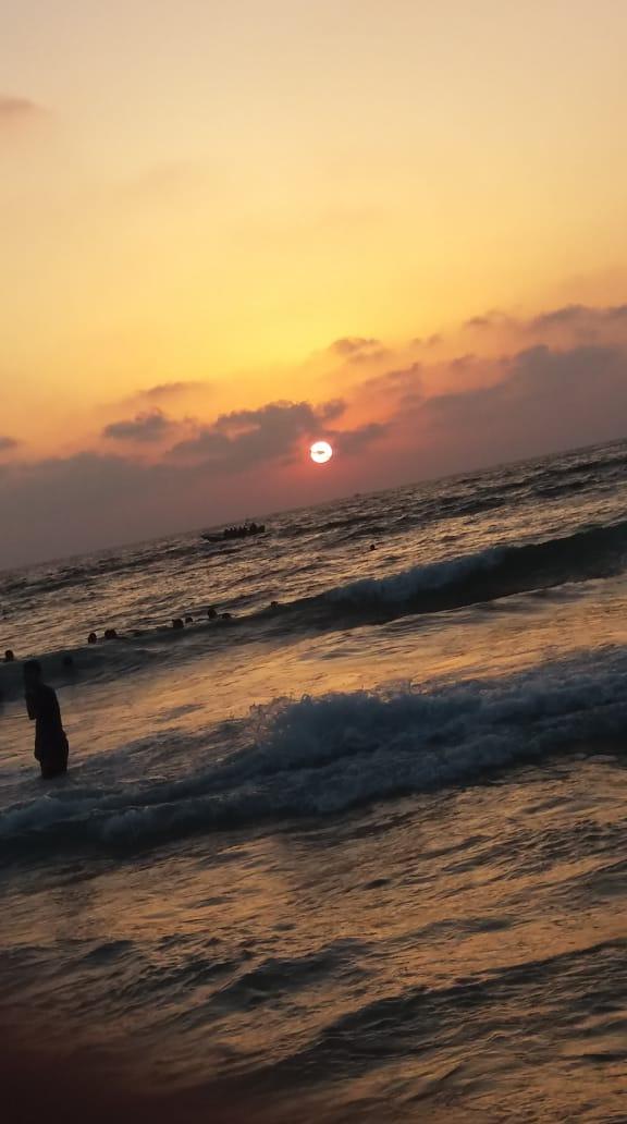شايف البحر كبير البحر بحبك 1536040189626.jpg
