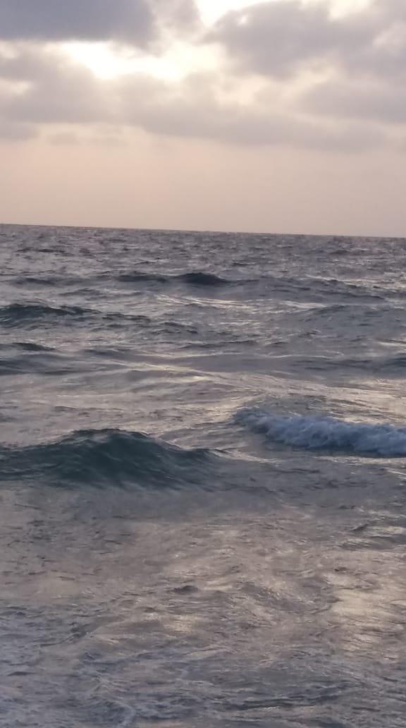 شايف البحر كبير البحر بحبك 1536040291461.jpg