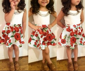 اجمل كولكشن ملابس بالوان مبهجة للاطفال 1541505548361.jpg