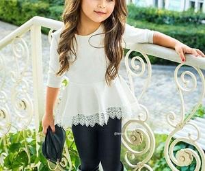 اجمل كولكشن ملابس بالوان مبهجة للاطفال 1541505548384.jpg