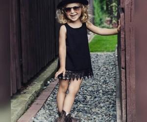 اجمل كولكشن ملابس بالوان مبهجة للاطفال 1541505548397.jpg