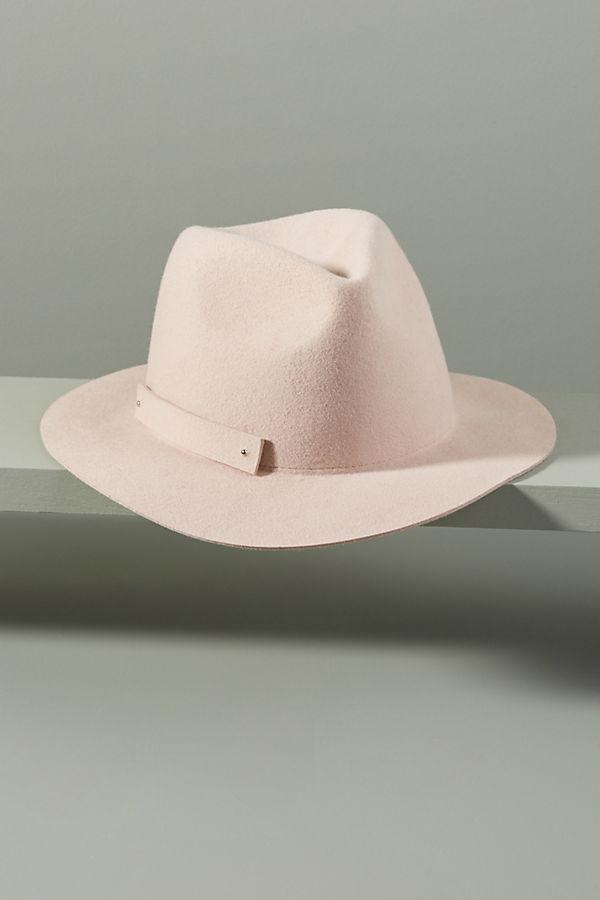 قبعات بتصميمات والوان عصرية لاطلالتك