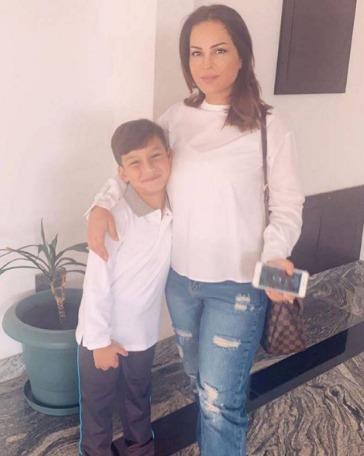 والدة الفنانة البحرينية حلا الترك تثير حيرة الجمهور حول حضانة أولادها 1567531088582.jpg