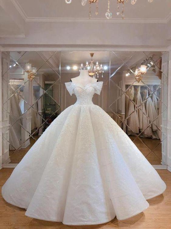 فساتين زفاف منفوشة فخمة وانيقة 1578927909673.jpg